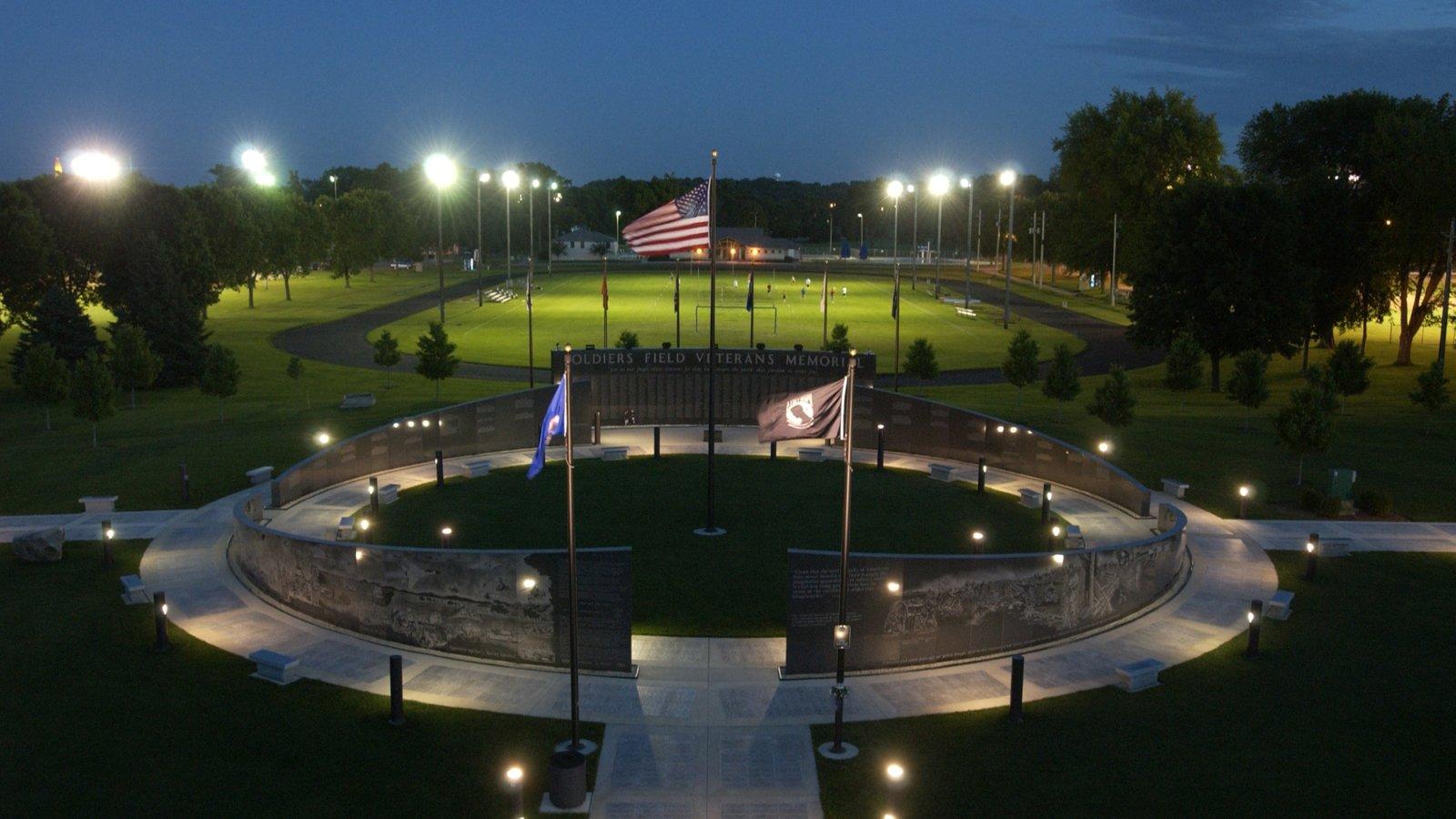 Rochester mostrando itens militares, um jardim e cenas noturnas