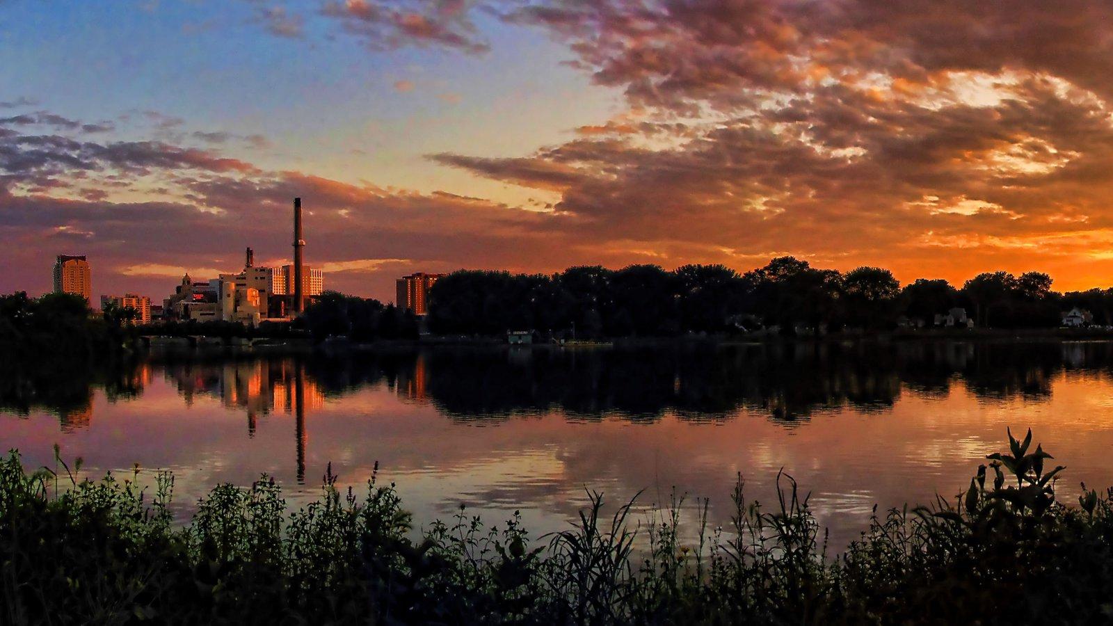 Rochester mostrando vistas de paisajes, una ciudad y un lago o abrevadero
