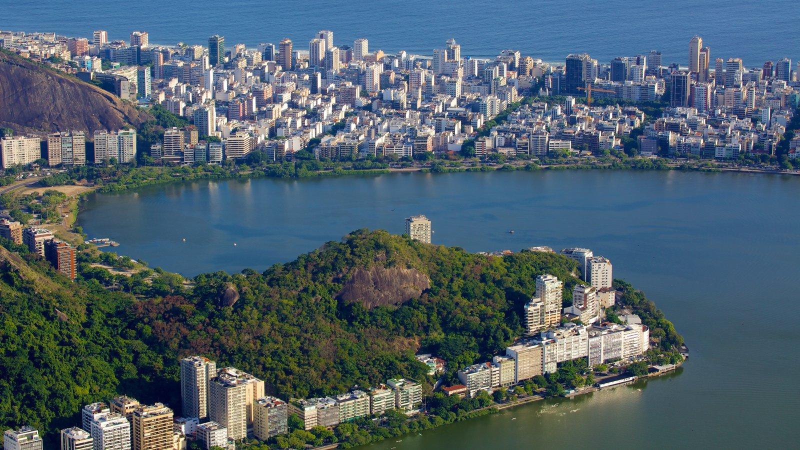 Rio de Janeiro mostrando um rio ou córrego