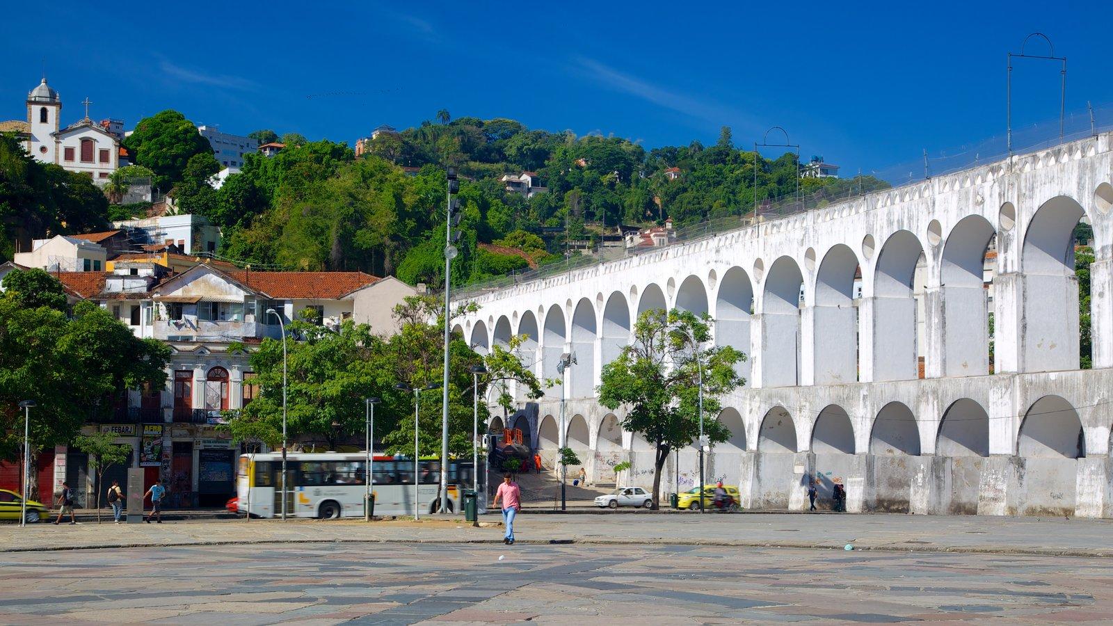Lapa caracterizando arquitetura de patrimônio e uma praça ou plaza