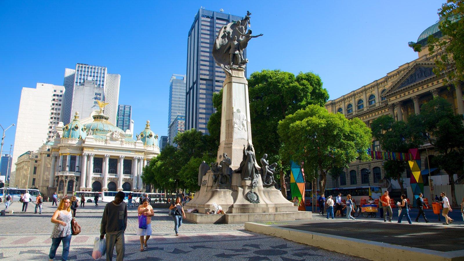 Cinelândia mostrando uma cidade, uma estátua ou escultura e uma praça ou plaza