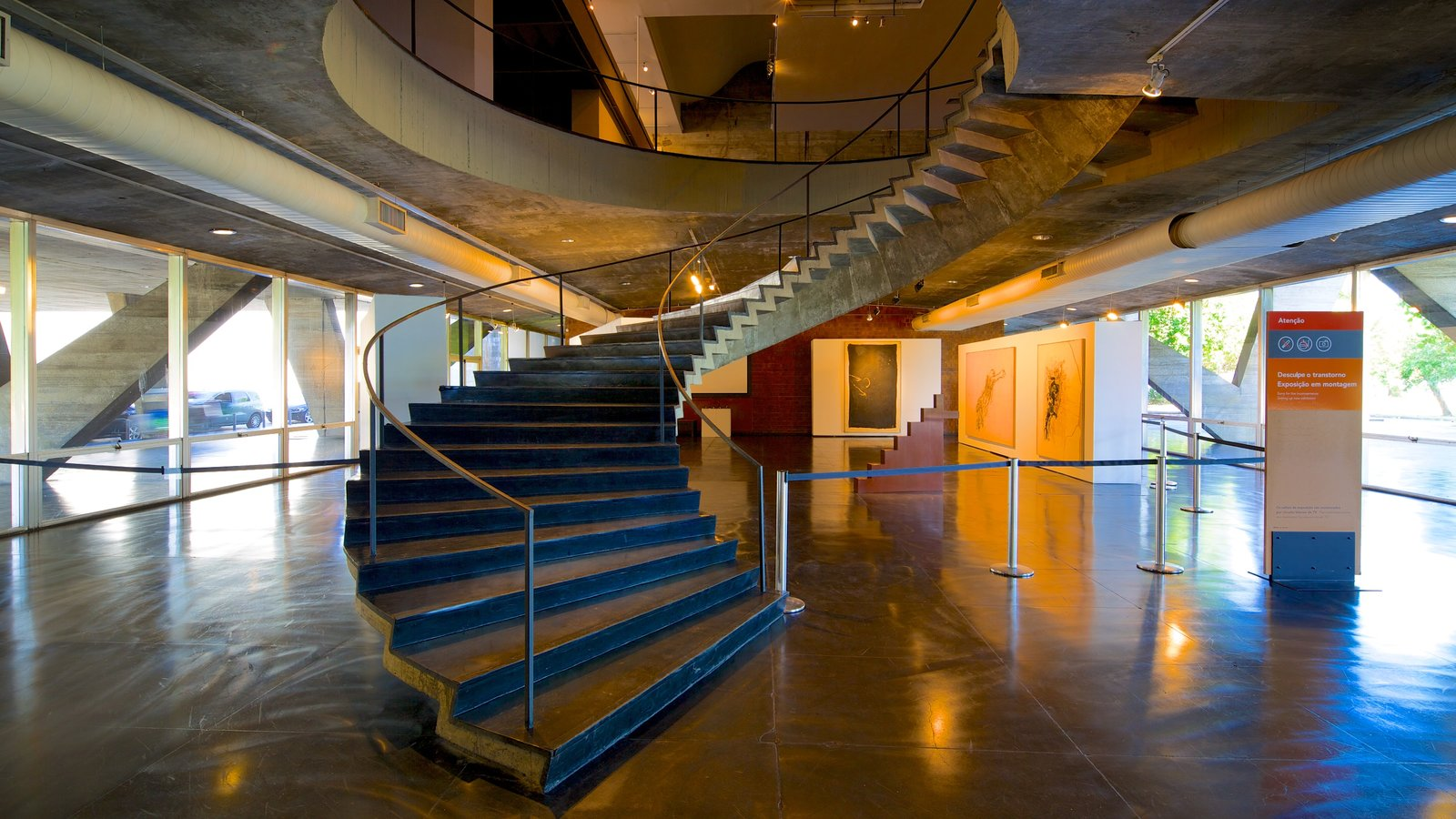 Museu de Arte Moderna caracterizando vistas internas
