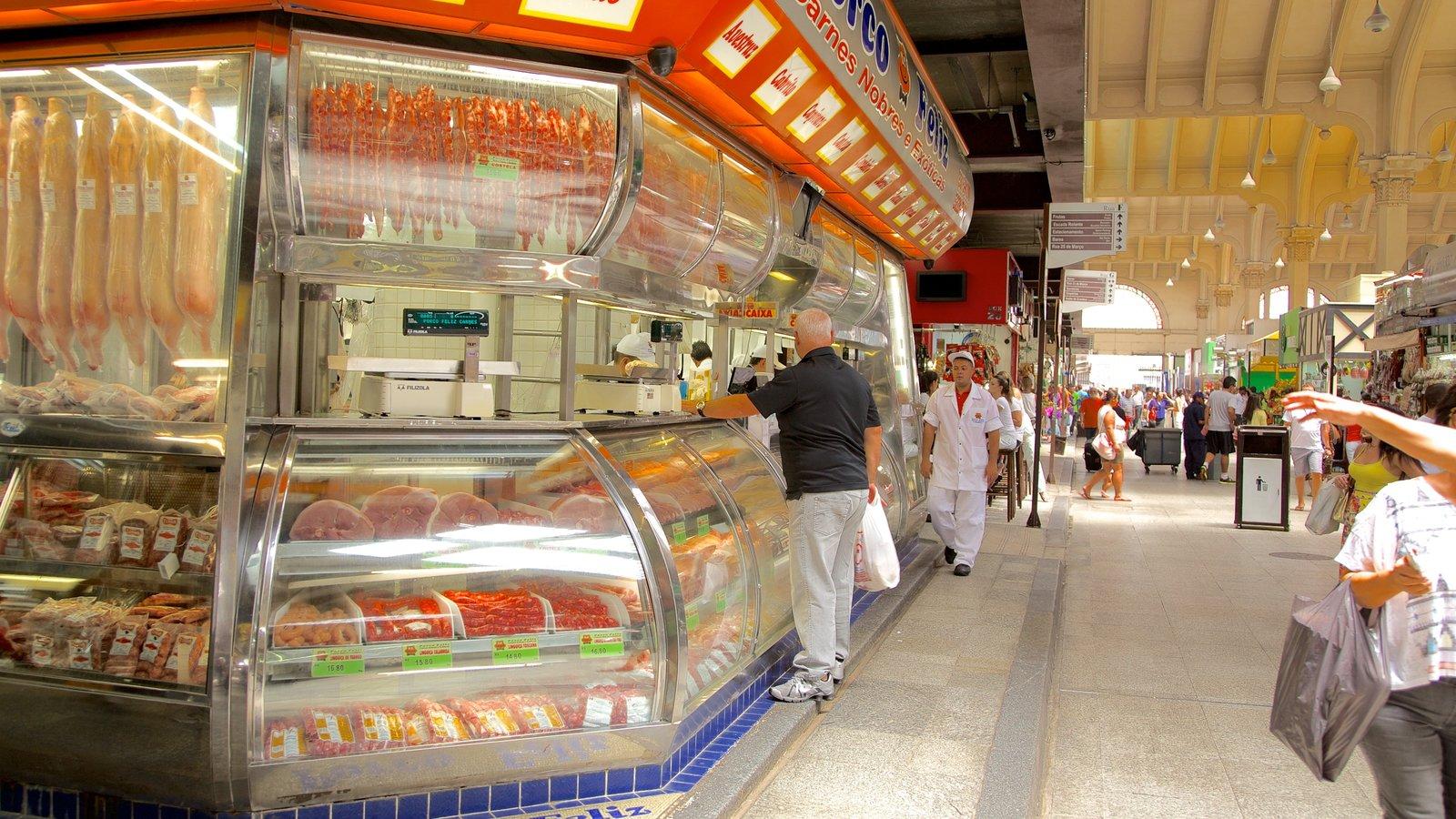 Mercado Municipal caracterizando comida e vistas internas