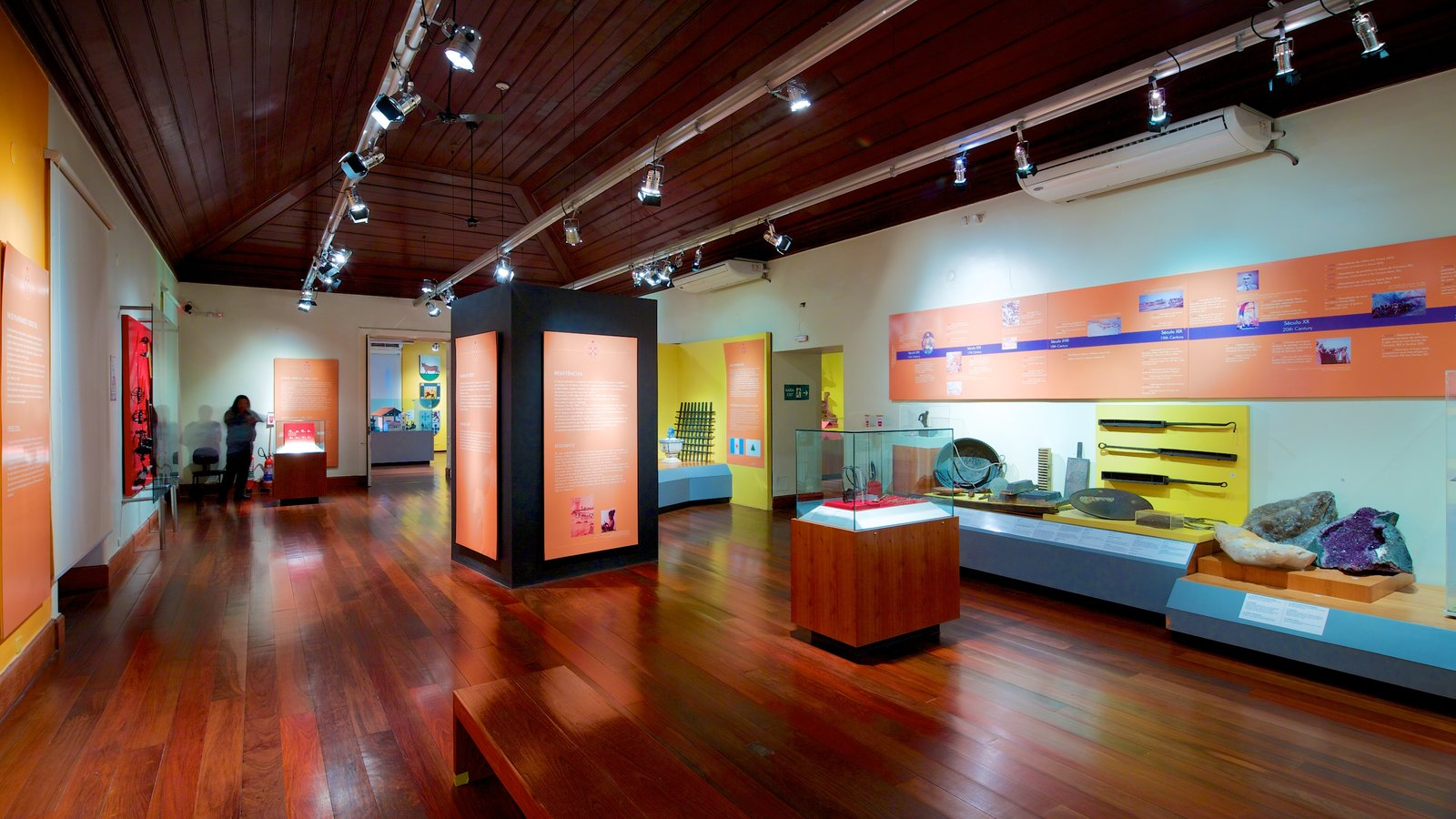 Museu Histórico Nacional mostrando vistas internas