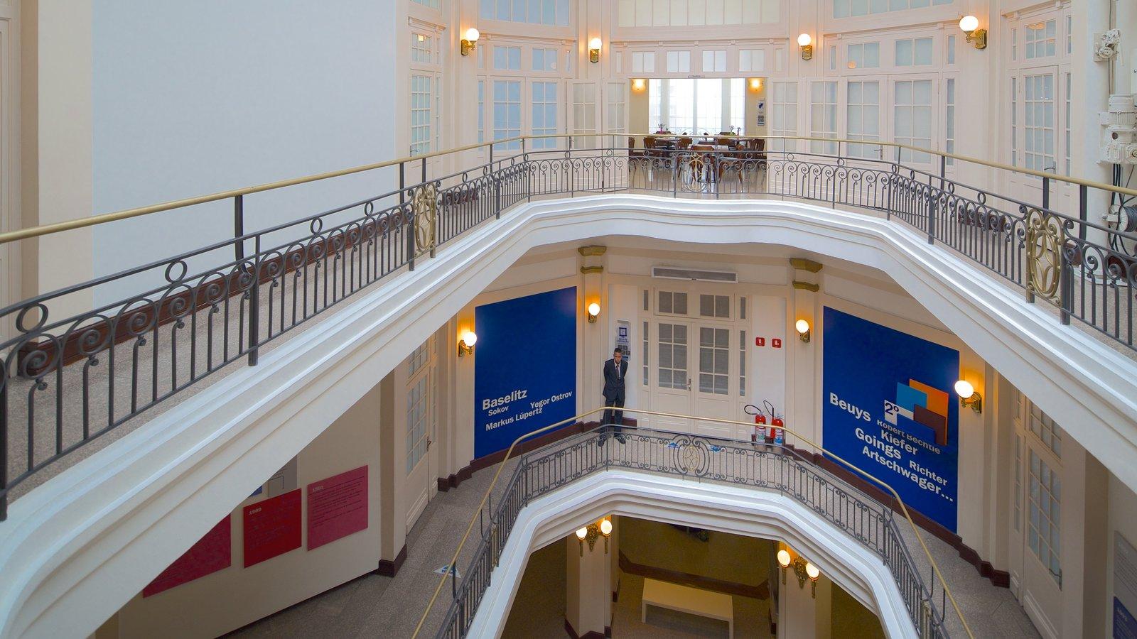 Centro Cultural Banco do Brasil mostrando vistas internas