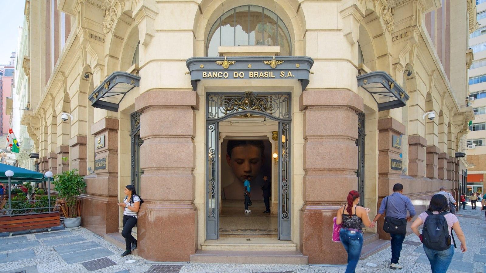 Centro Cultural Banco do Brasil que inclui cenas de rua e arquitetura de patrimônio