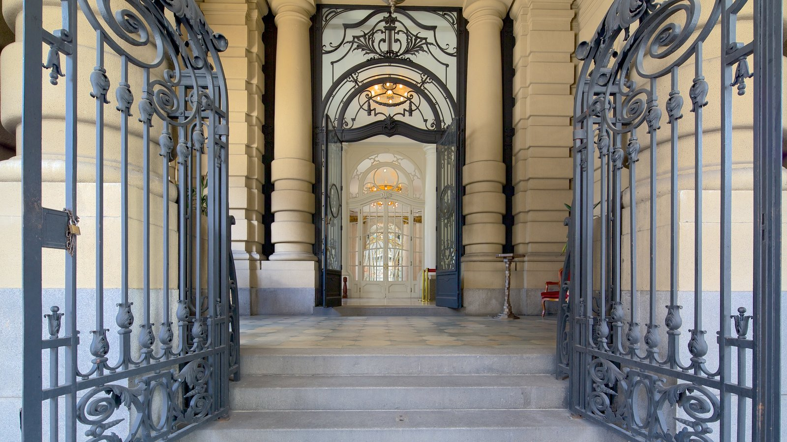 Teatro Municipal caracterizando arquitetura de patrimônio e vistas internas