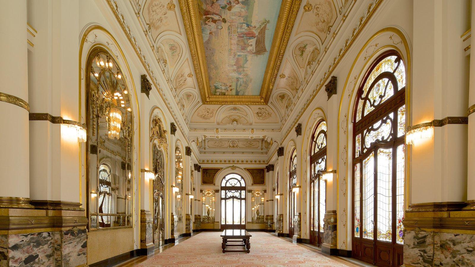 Teatro Municipal caracterizando arquitetura de patrimônio, cenas de teatro e vistas internas