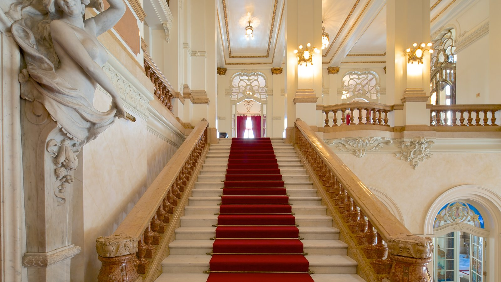 Teatro Municipal caracterizando arquitetura de patrimônio, vistas internas e cenas de teatro