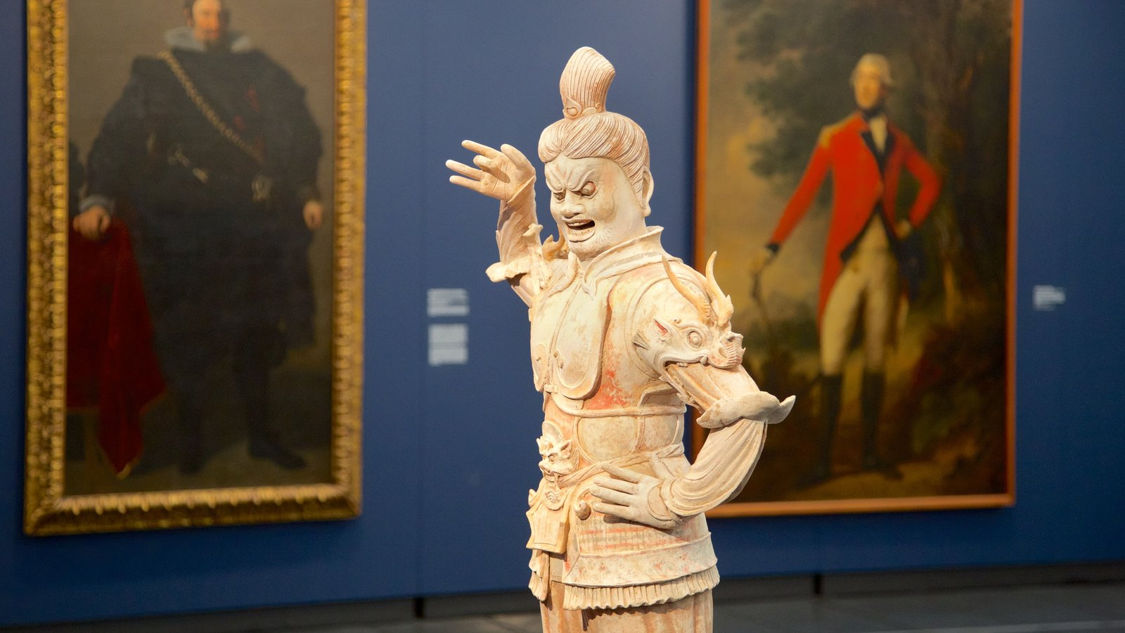 Museu de Arte Moderna que inclui vistas internas, uma estátua ou escultura e arte