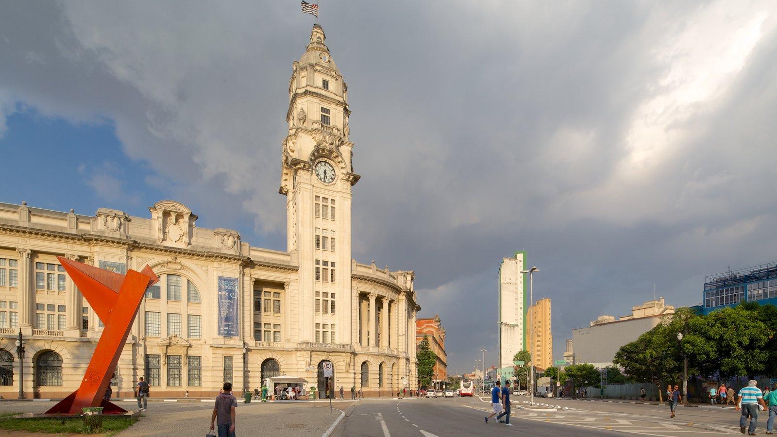 Sala São Paulo mostrando arquitetura de patrimônio e cenas de rua