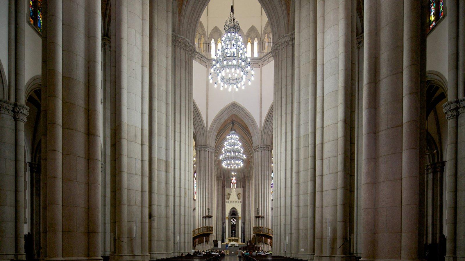 Catedral Metropolitana de São Paulo caracterizando elementos religiosos, arquitetura de patrimônio e vistas internas