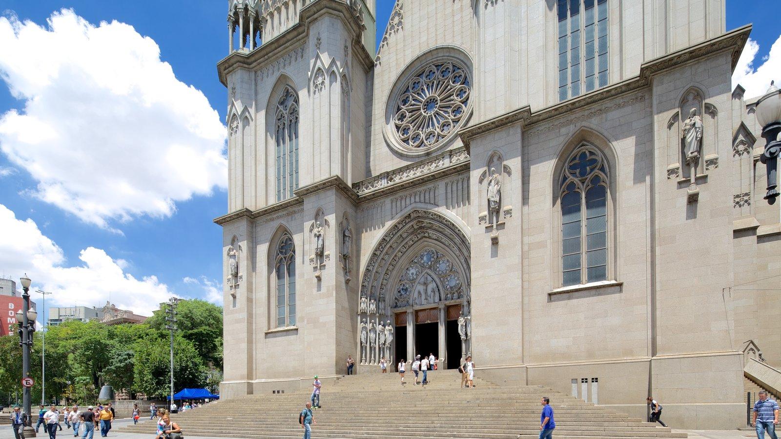 Catedral Metropolitana de São Paulo mostrando uma igreja ou catedral, arquitetura de patrimônio e aspectos religiosos