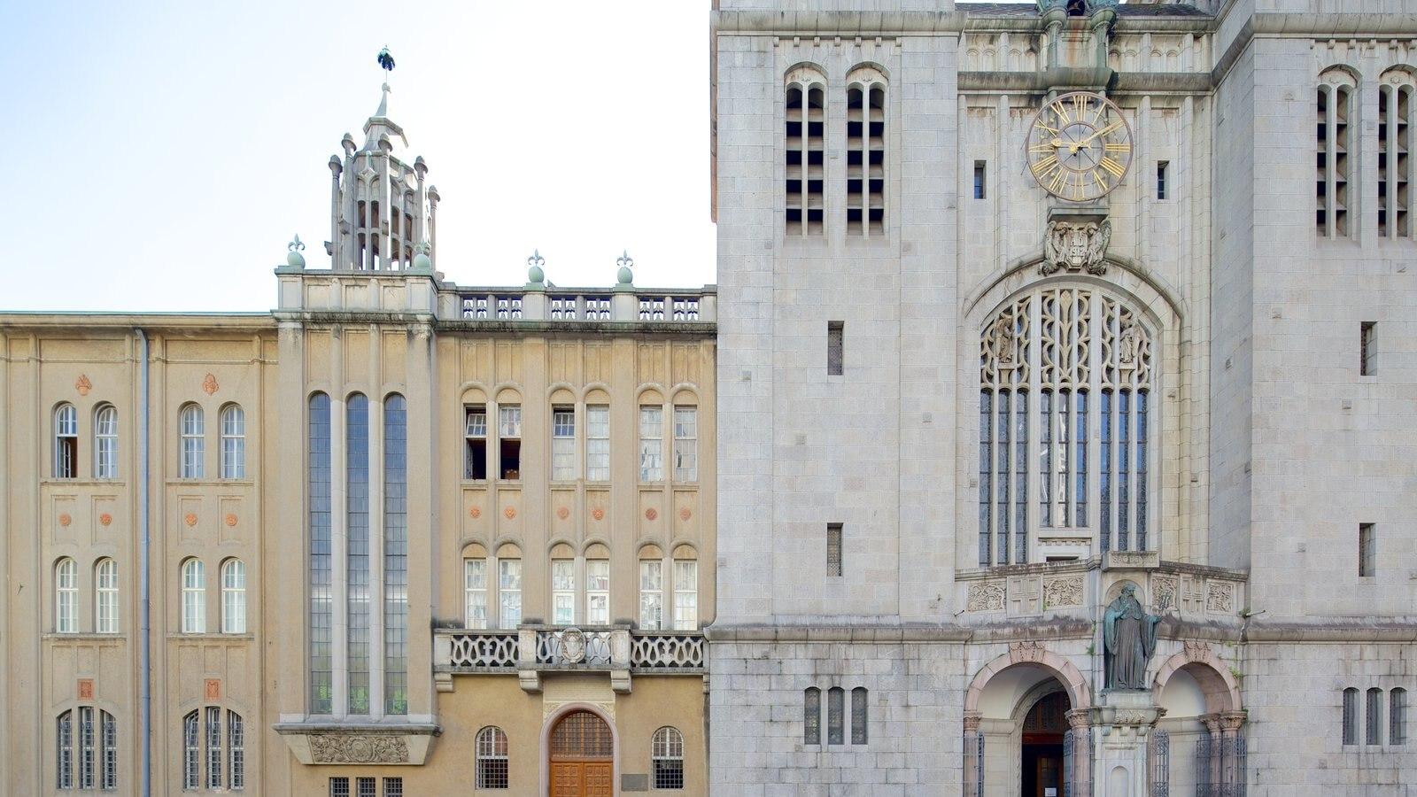 Mosteiro de São Bento que inclui arquitetura de patrimônio, elementos religiosos e uma igreja ou catedral