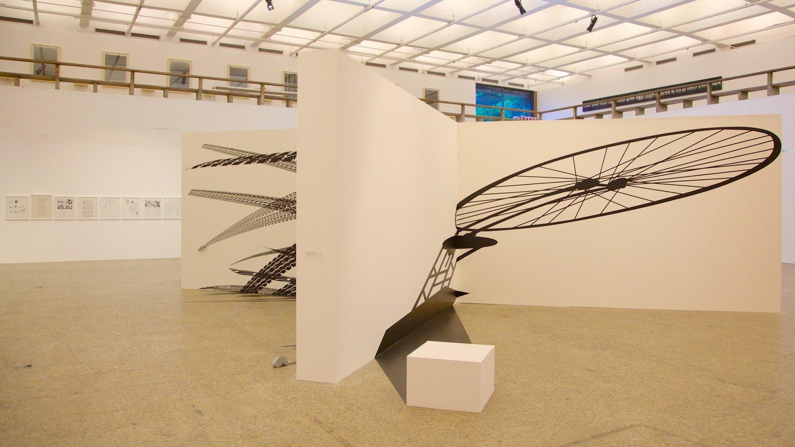 Museu de Arte Moderna que inclui vistas internas e arte