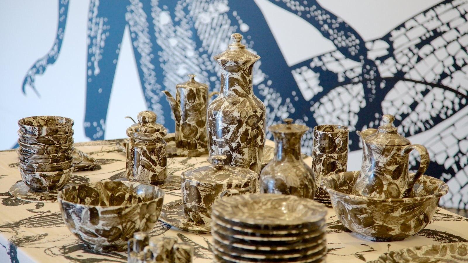 Museu de Arte Moderna que inclui arte e vistas internas