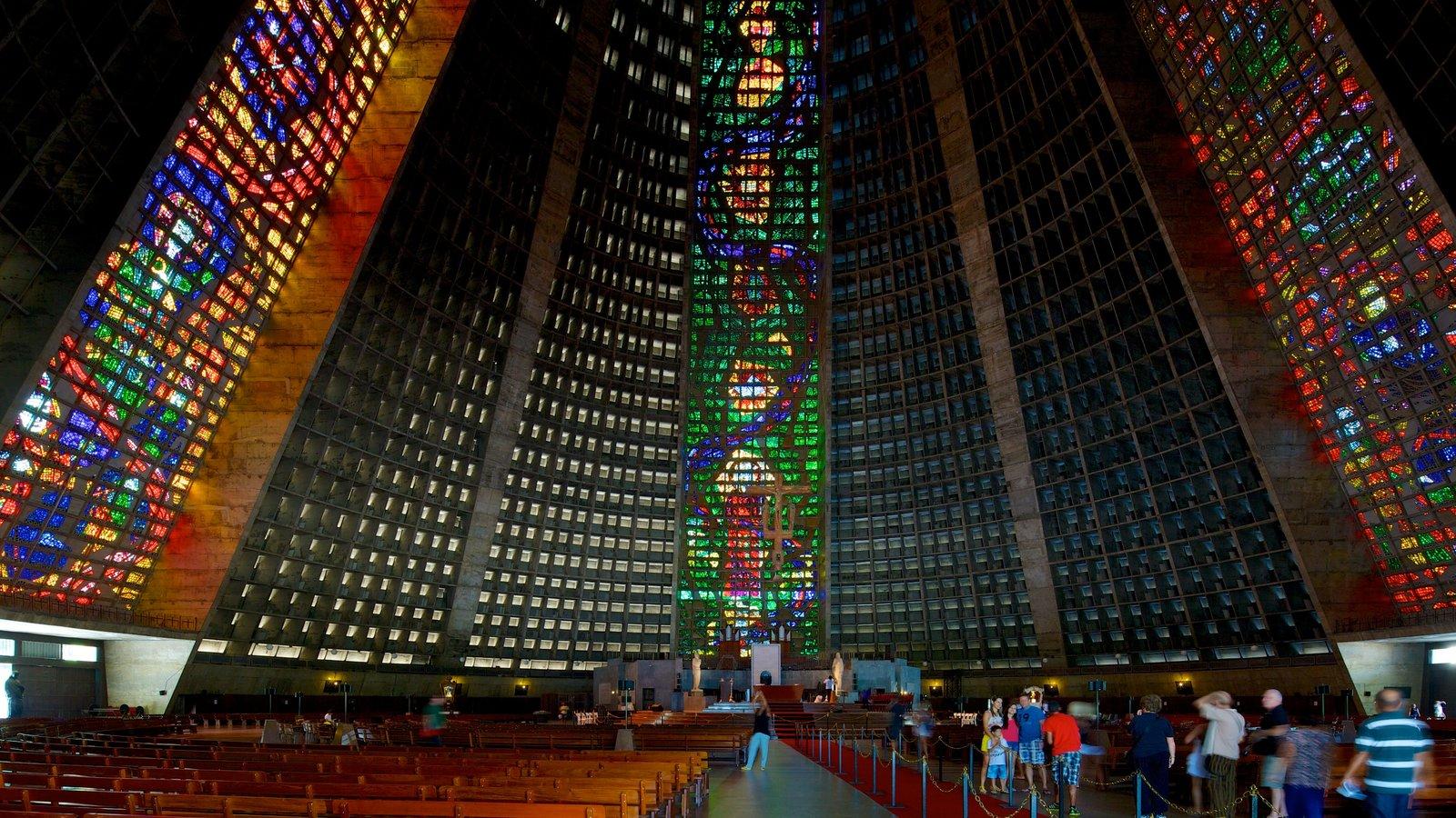 Rio de Janeiro que inclui uma igreja ou catedral, vistas internas e elementos religiosos