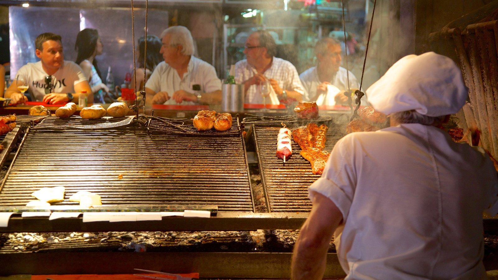 Mercado Agrícola de Montevideo caracterizando comida