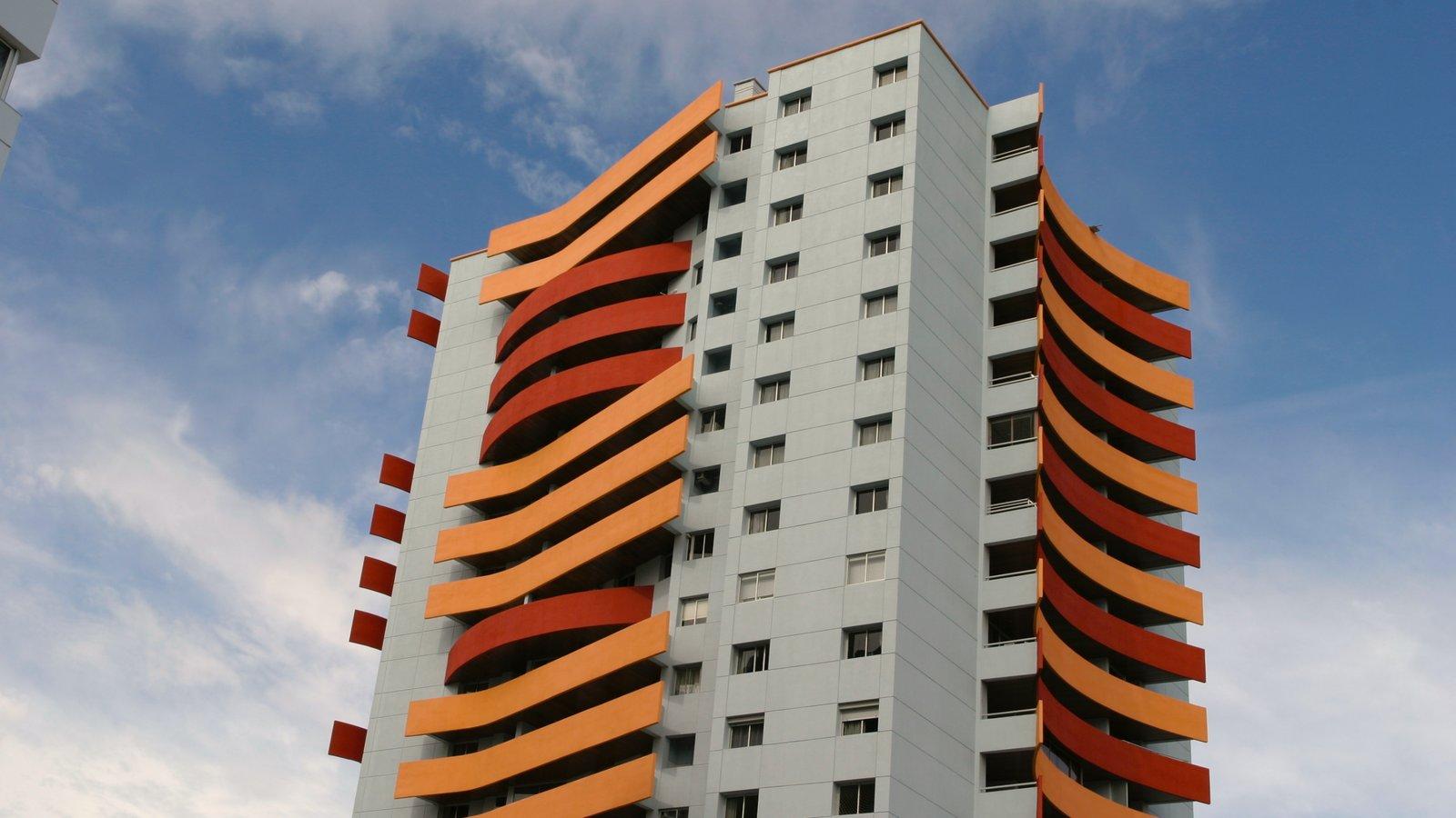 Punta del Este que inclui um edifício e arquitetura moderna