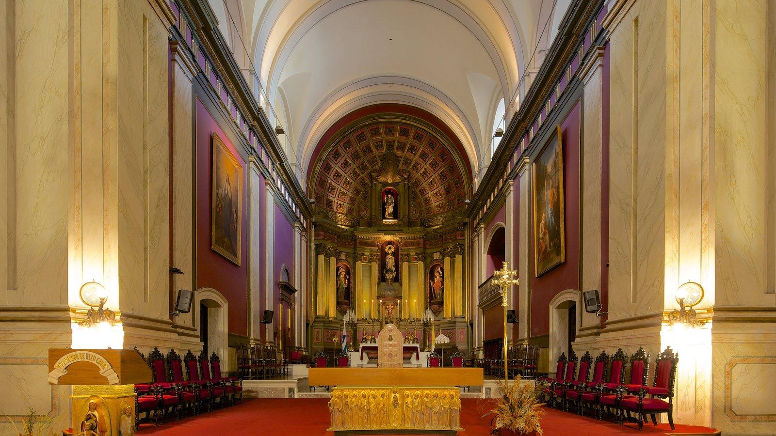 Catedral de Montevideo caracterizando elementos religiosos, uma igreja ou catedral e vistas internas