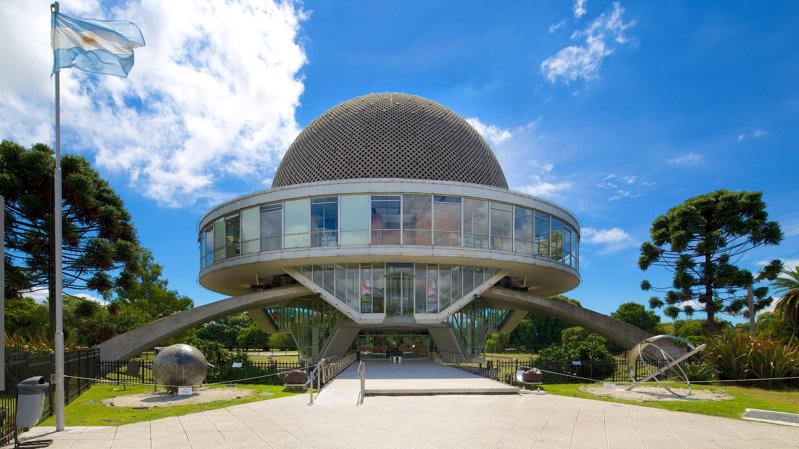 Buenos Aires que inclui arquitetura moderna e um observatório