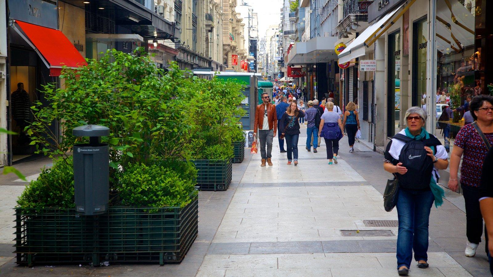 Calle Florida mostrando cenas de rua assim como um grande grupo de pessoas