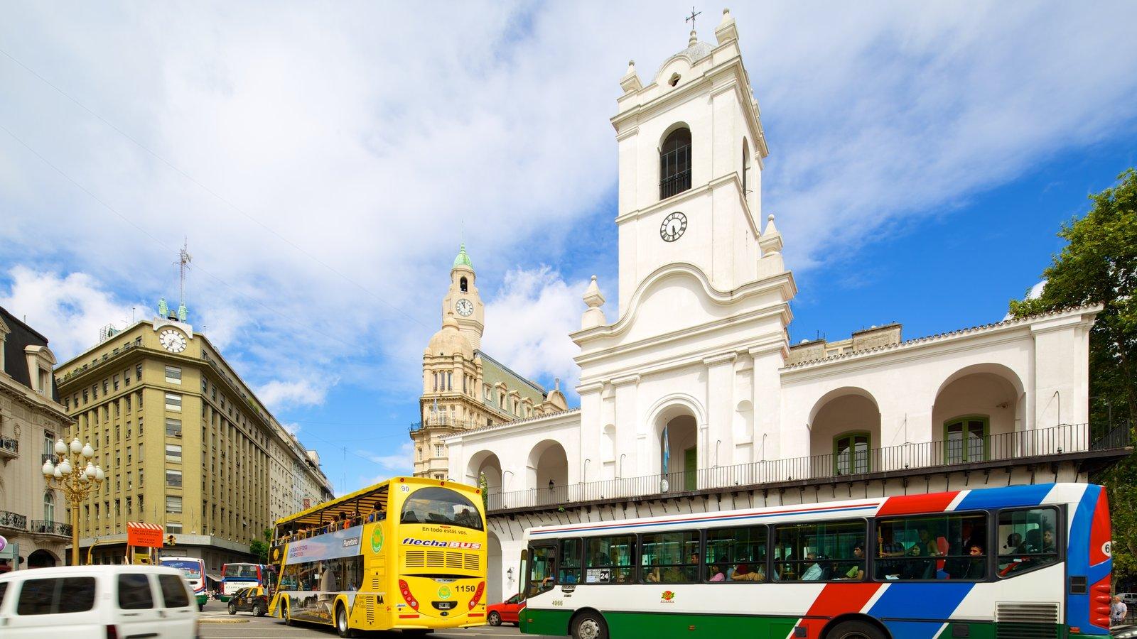 Cabildo que inclui uma cidade, elementos religiosos e uma igreja ou catedral