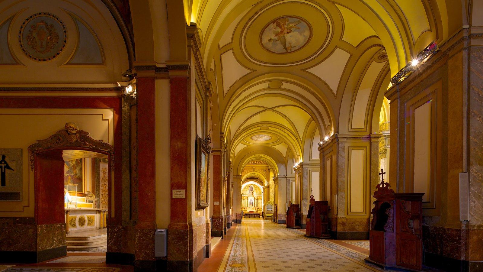 Catedral Metropolitana de Buenos Aires mostrando arquitetura de patrimônio, elementos religiosos e uma igreja ou catedral