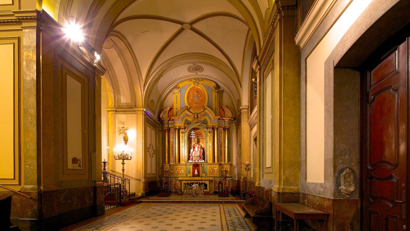Catedral Metropolitana de Buenos Aires caracterizando uma igreja ou catedral, arquitetura de patrimônio e elementos religiosos