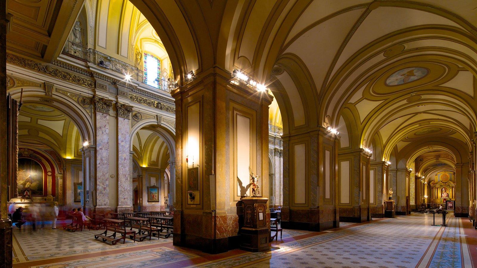 Catedral Metropolitana de Buenos Aires mostrando uma igreja ou catedral, vistas internas e elementos religiosos
