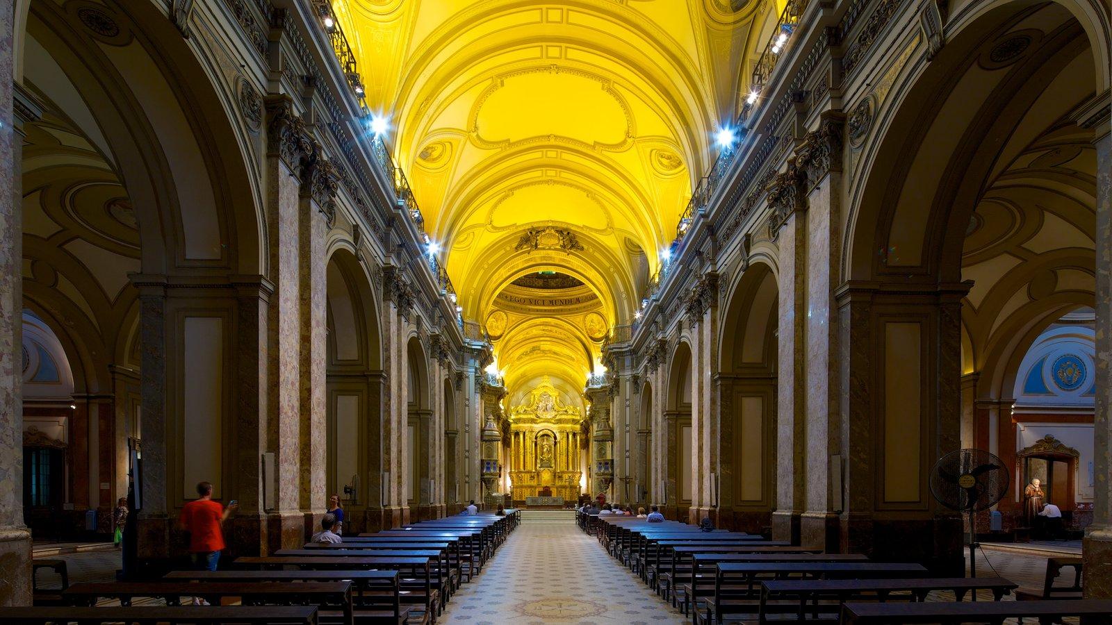 Catedral Metropolitana de Buenos Aires mostrando vistas internas, arquitetura de patrimônio e uma igreja ou catedral