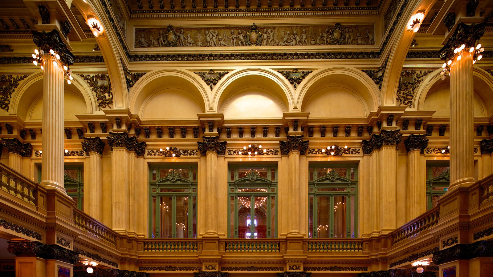 Teatro Colón caracterizando arquitetura de patrimônio, vistas internas e cenas de teatro