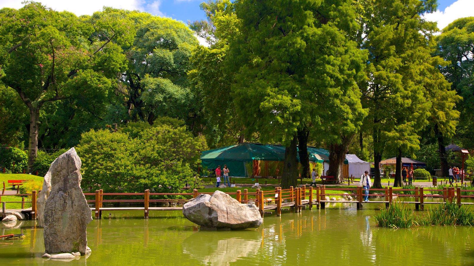 Jardín Japonés caracterizando um jardim e um lago