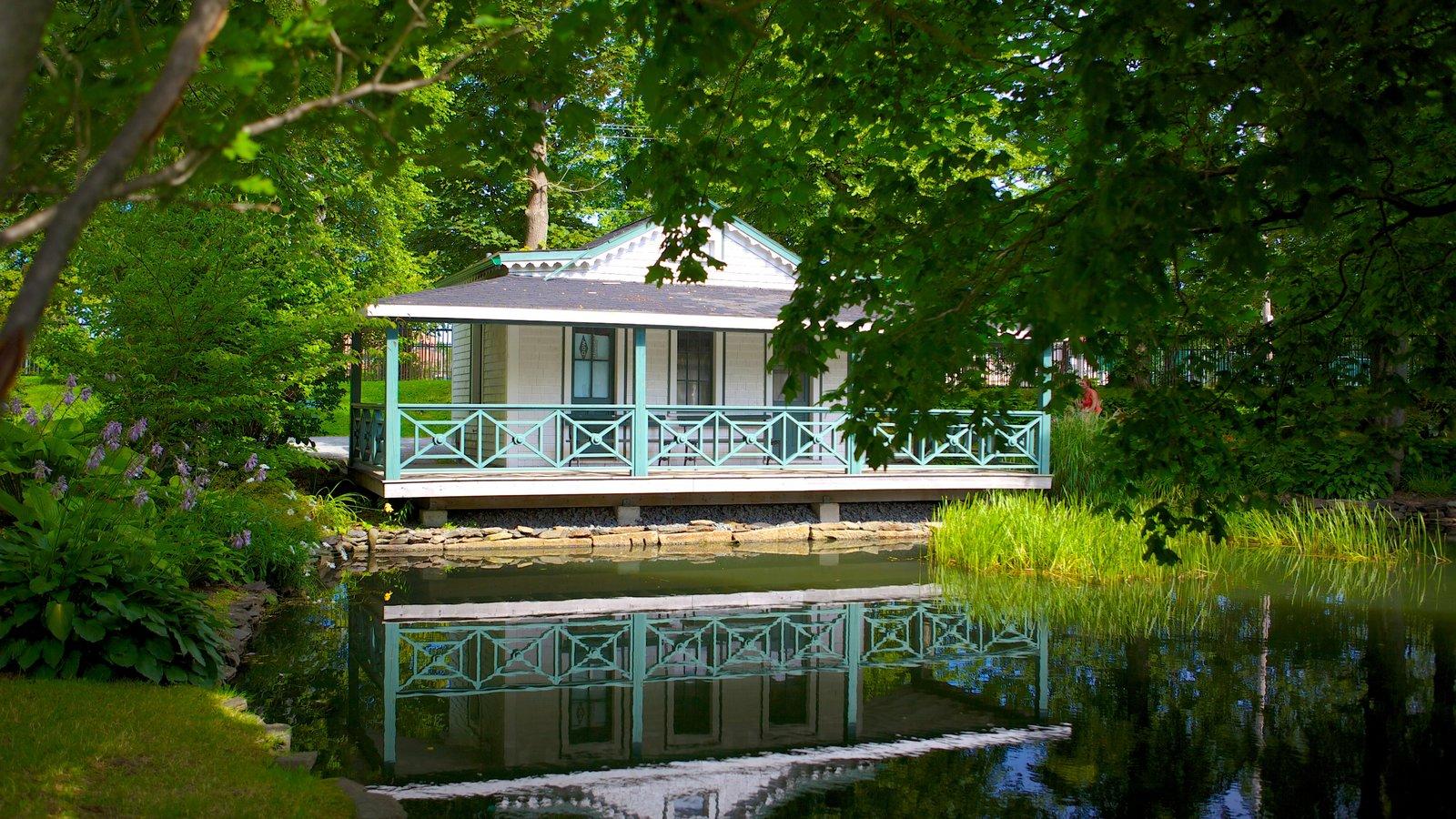 Jardines públicos Halifax que incluye un estanque