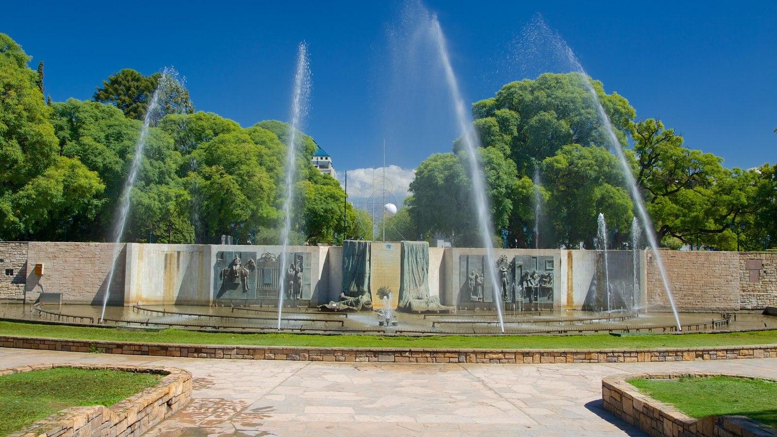 Plaza Independencia mostrando uma fonte e uma praça ou plaza