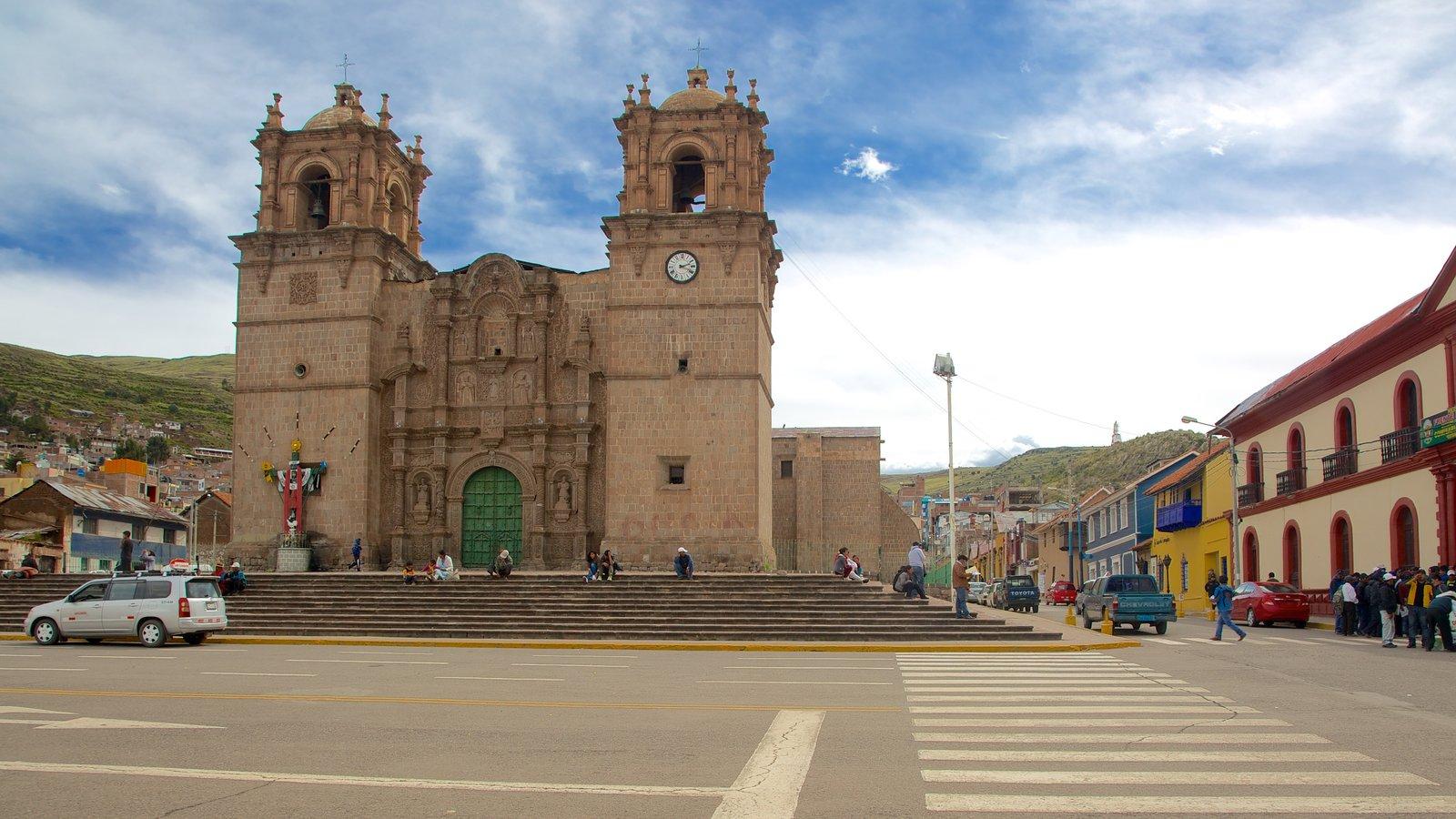 Catedral de Copacabana caracterizando arquitetura de patrimônio, aspectos religiosos e uma igreja ou catedral