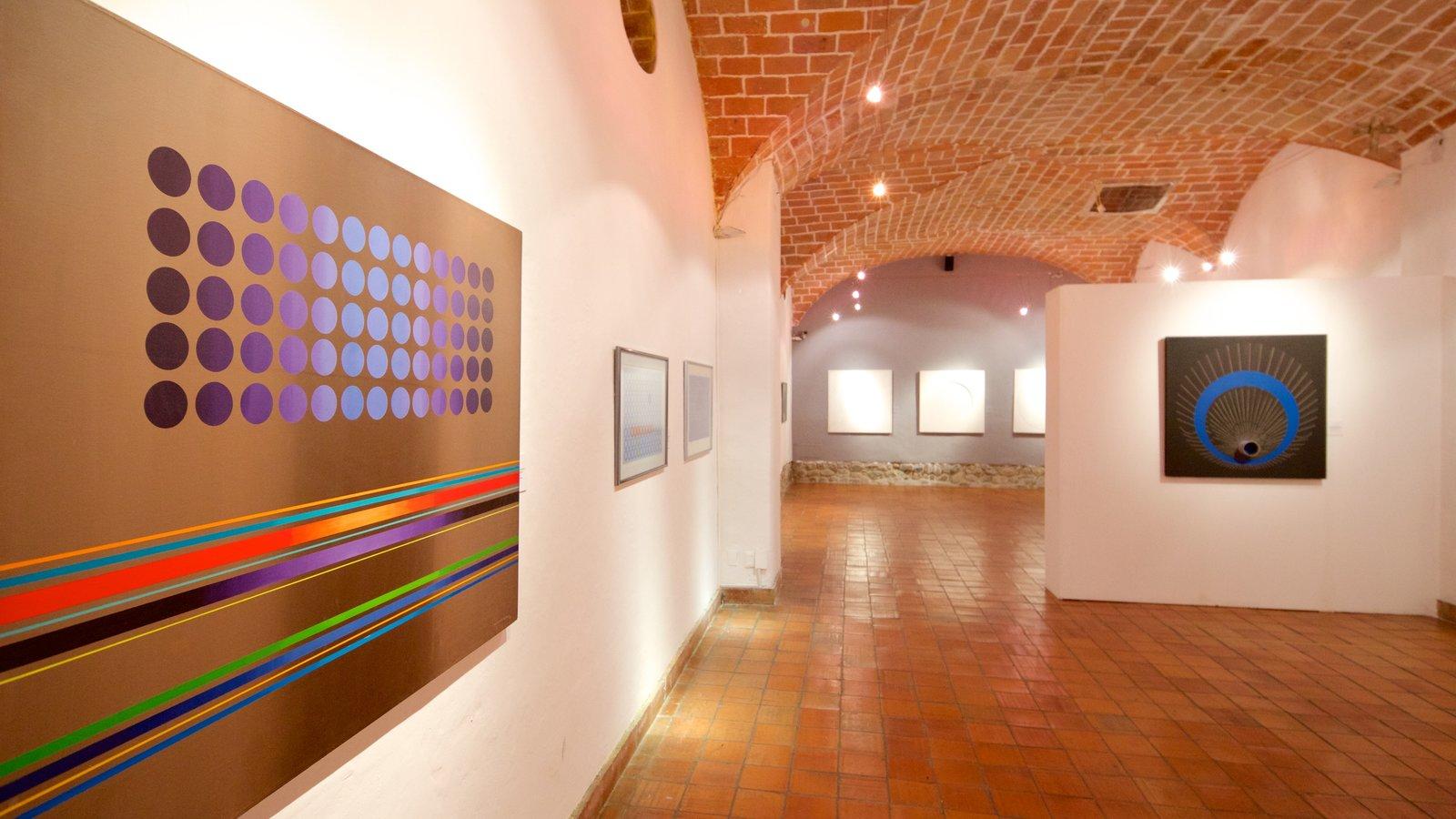 Museu de Arte Nacional que inclui vistas internas e arte