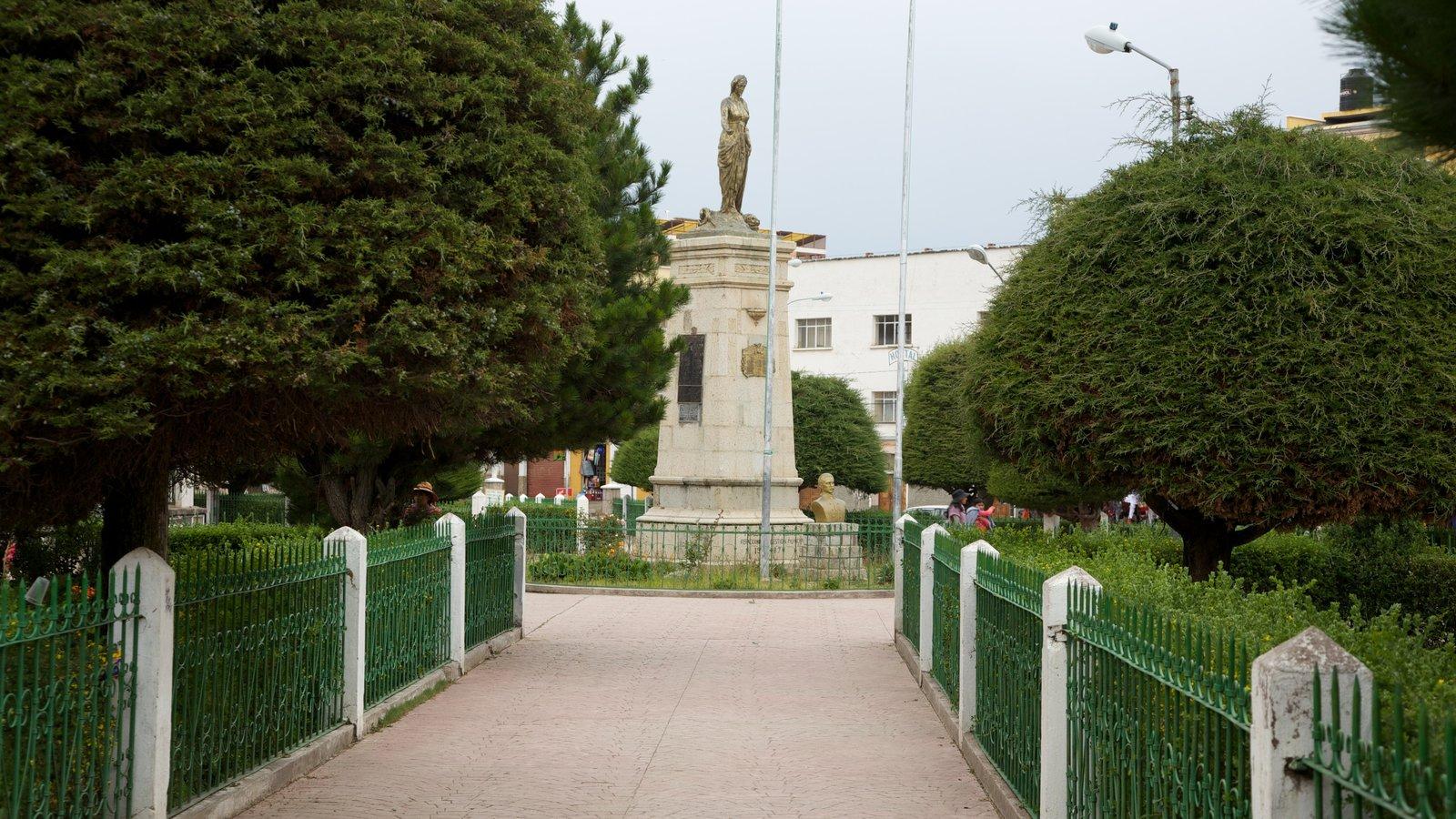 Praça principal mostrando um parque