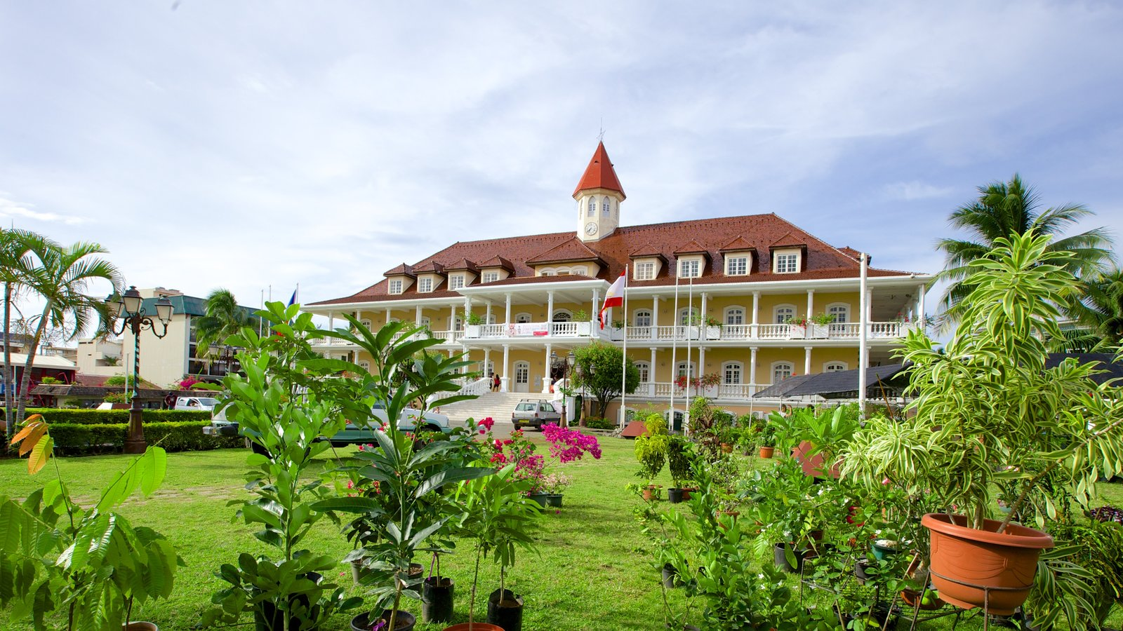 Papeete Town Hall which includes a garden and heritage architecture