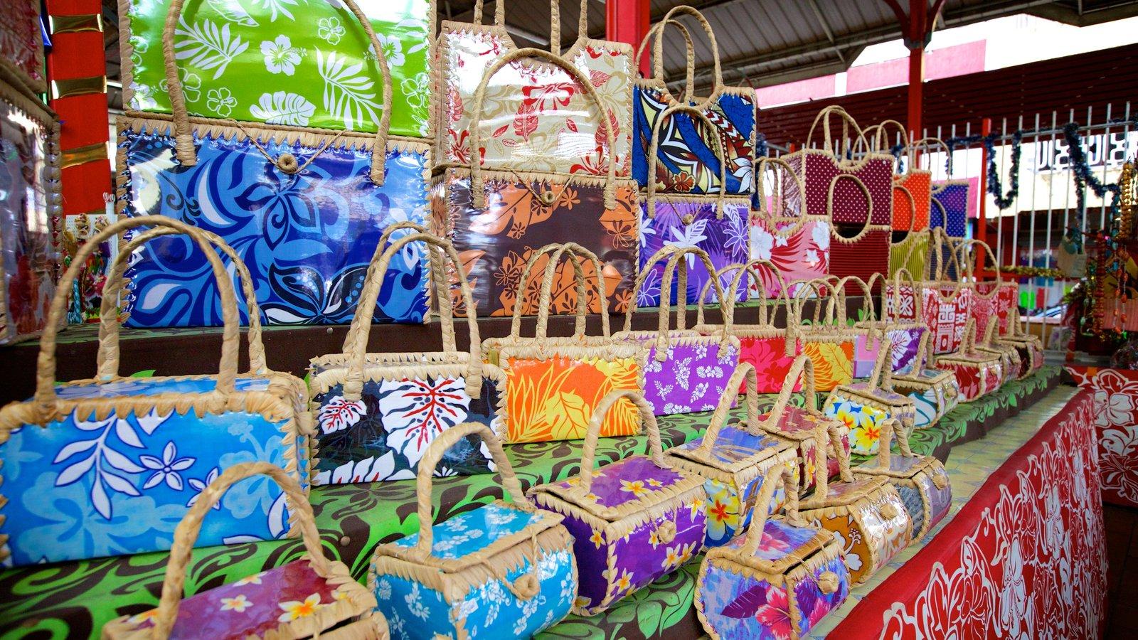Mercado de Papeete mostrando moda e mercados