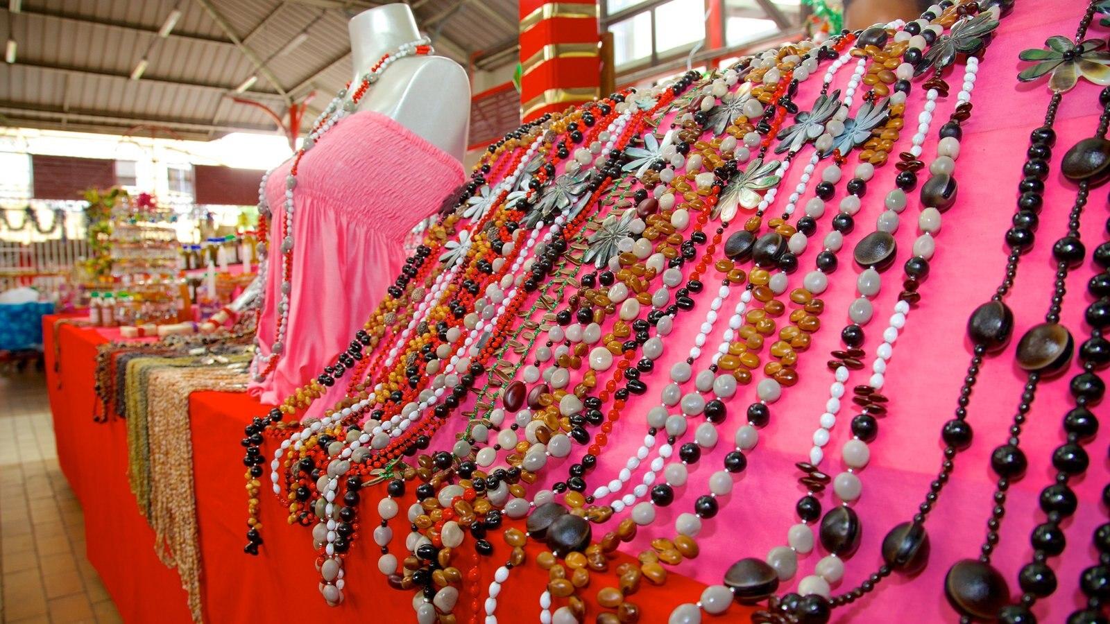 Mercado de Papeete que inclui moda