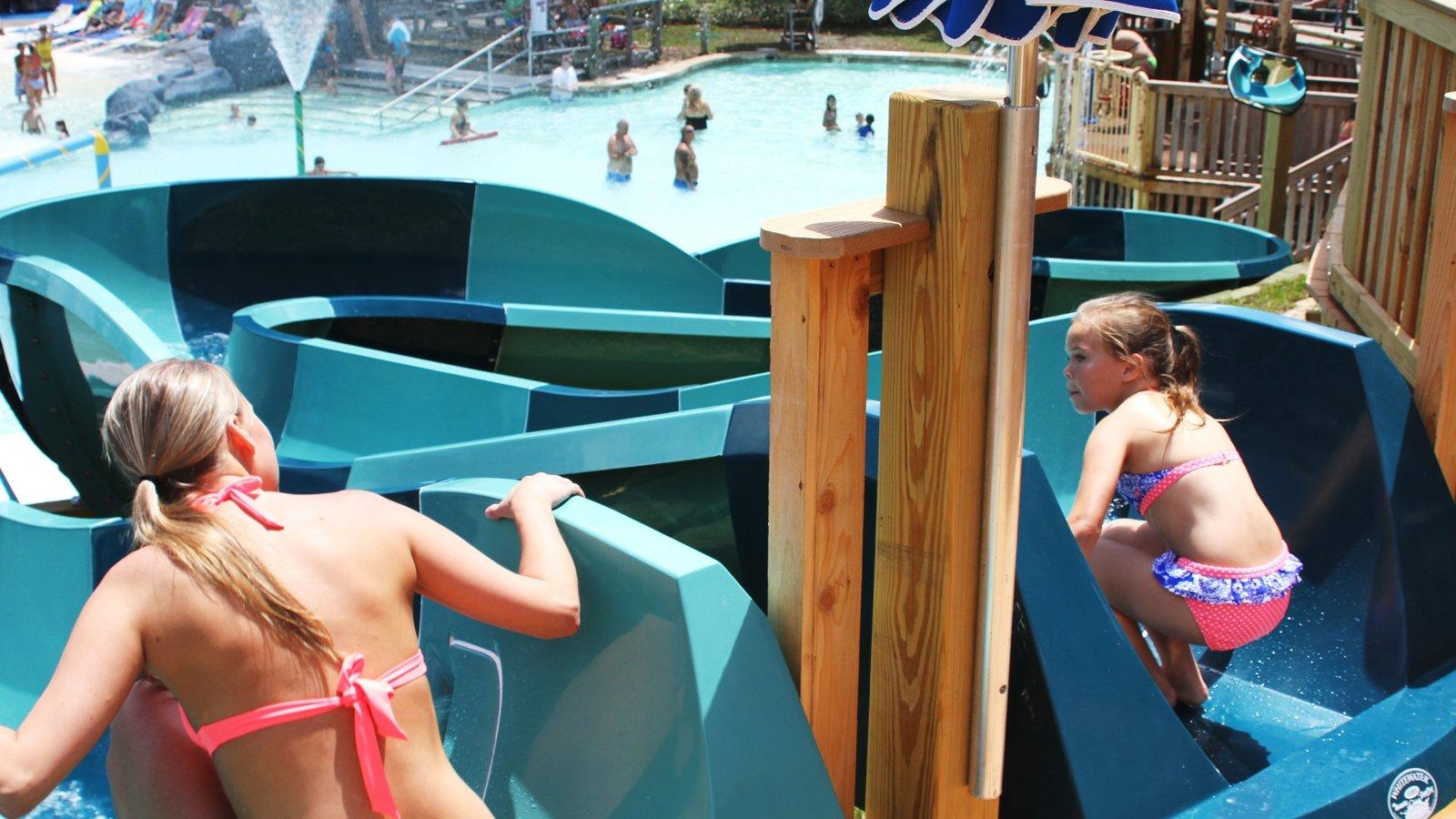Shipwreck Island Waterpark caracterizando um parque aquático