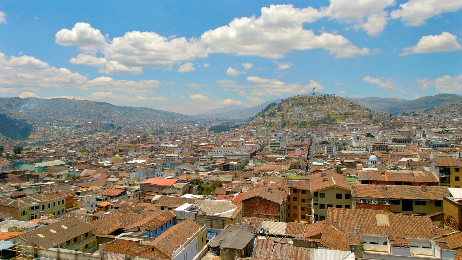 Quito mostrando paisagem e uma cidade