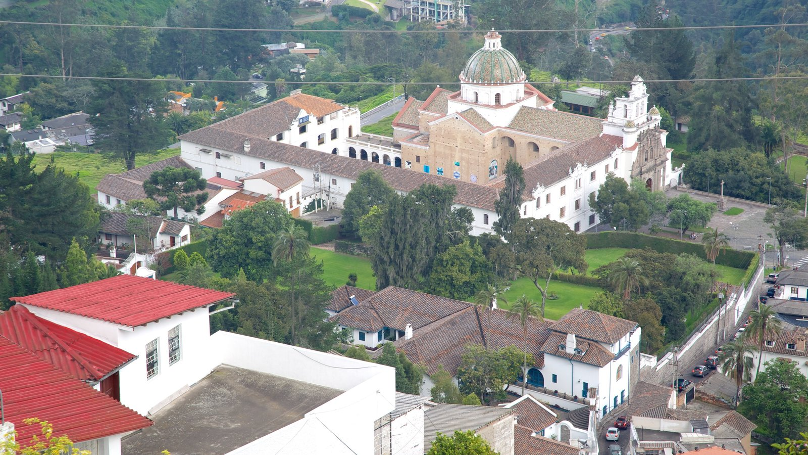 Guapulo que inclui um pequeno castelo ou palácio