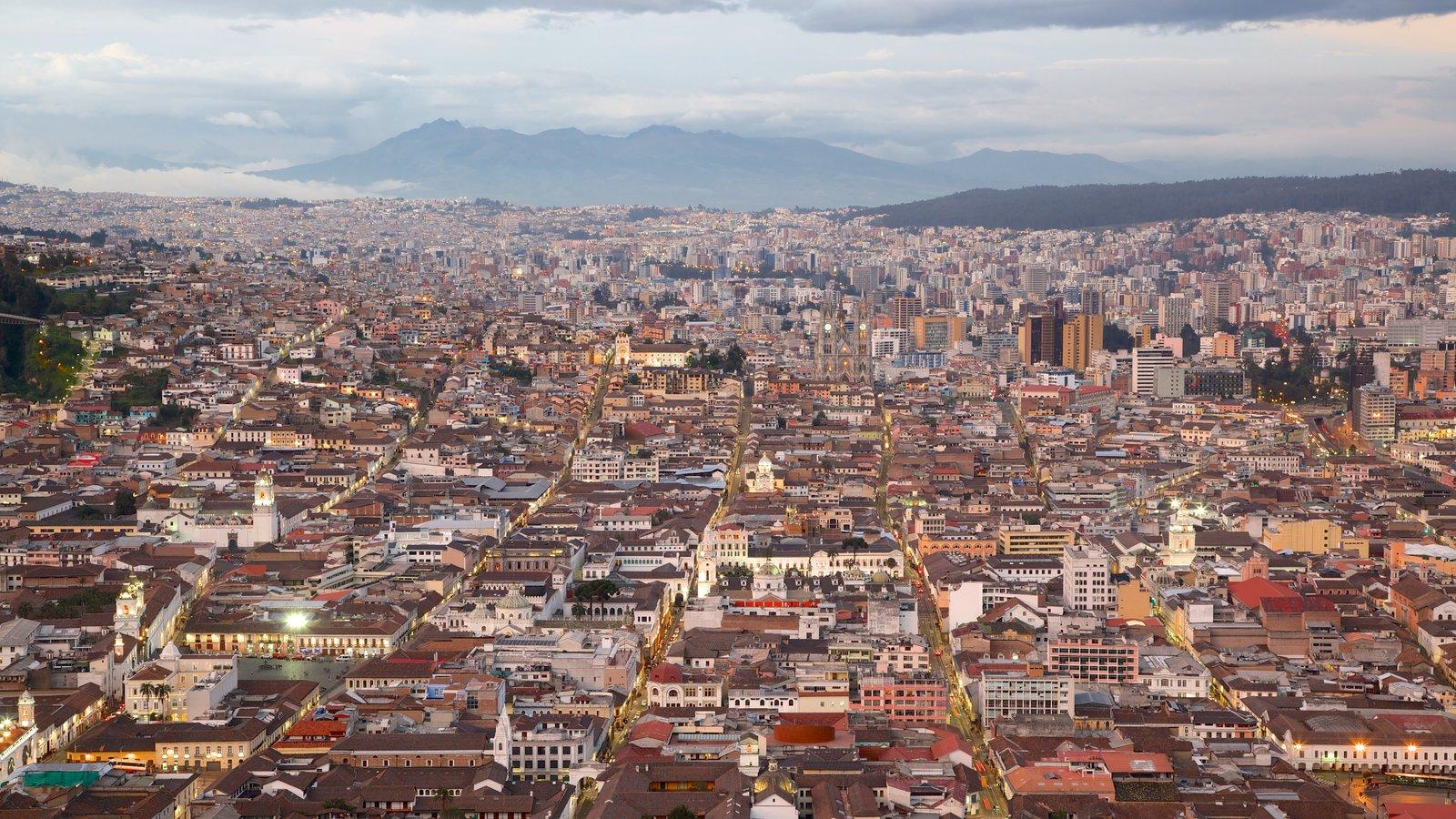 El Panecillo que incluye una ciudad