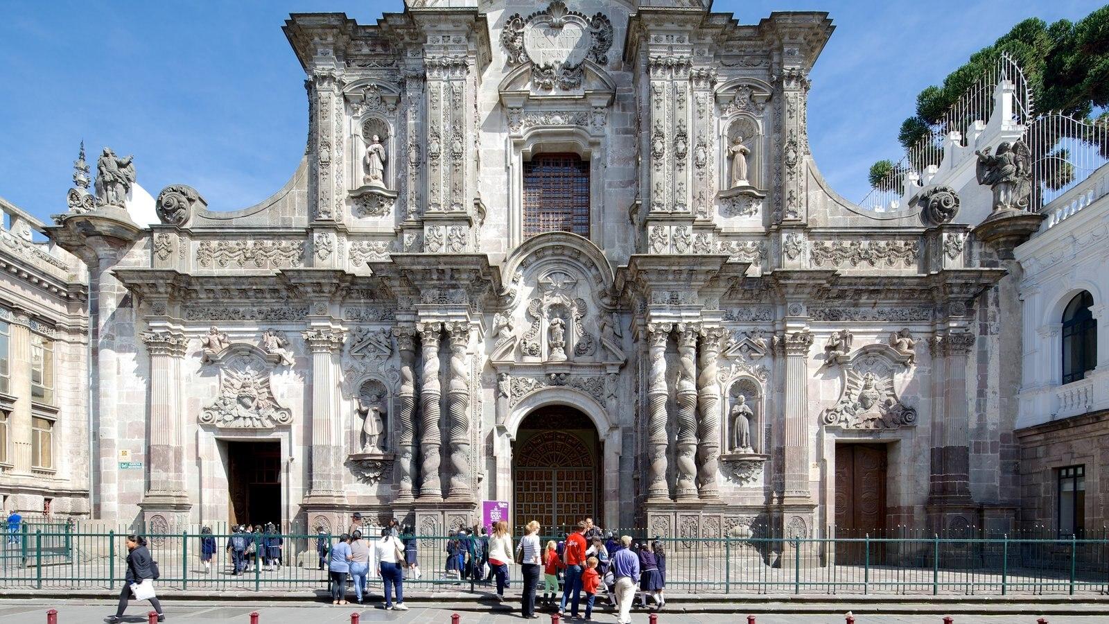 Igreja da Companhia de Jesus mostrando uma igreja ou catedral, cenas de rua e arquitetura de patrimônio