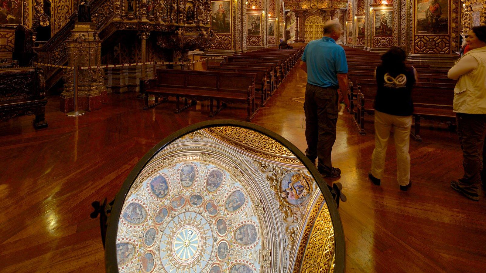 Igreja da Companhia de Jesus mostrando vistas internas, uma igreja ou catedral e aspectos religiosos