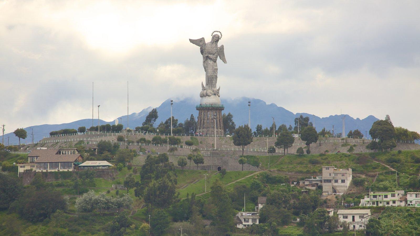 Basílica do Voto Nacional caracterizando um jardim e uma estátua ou escultura