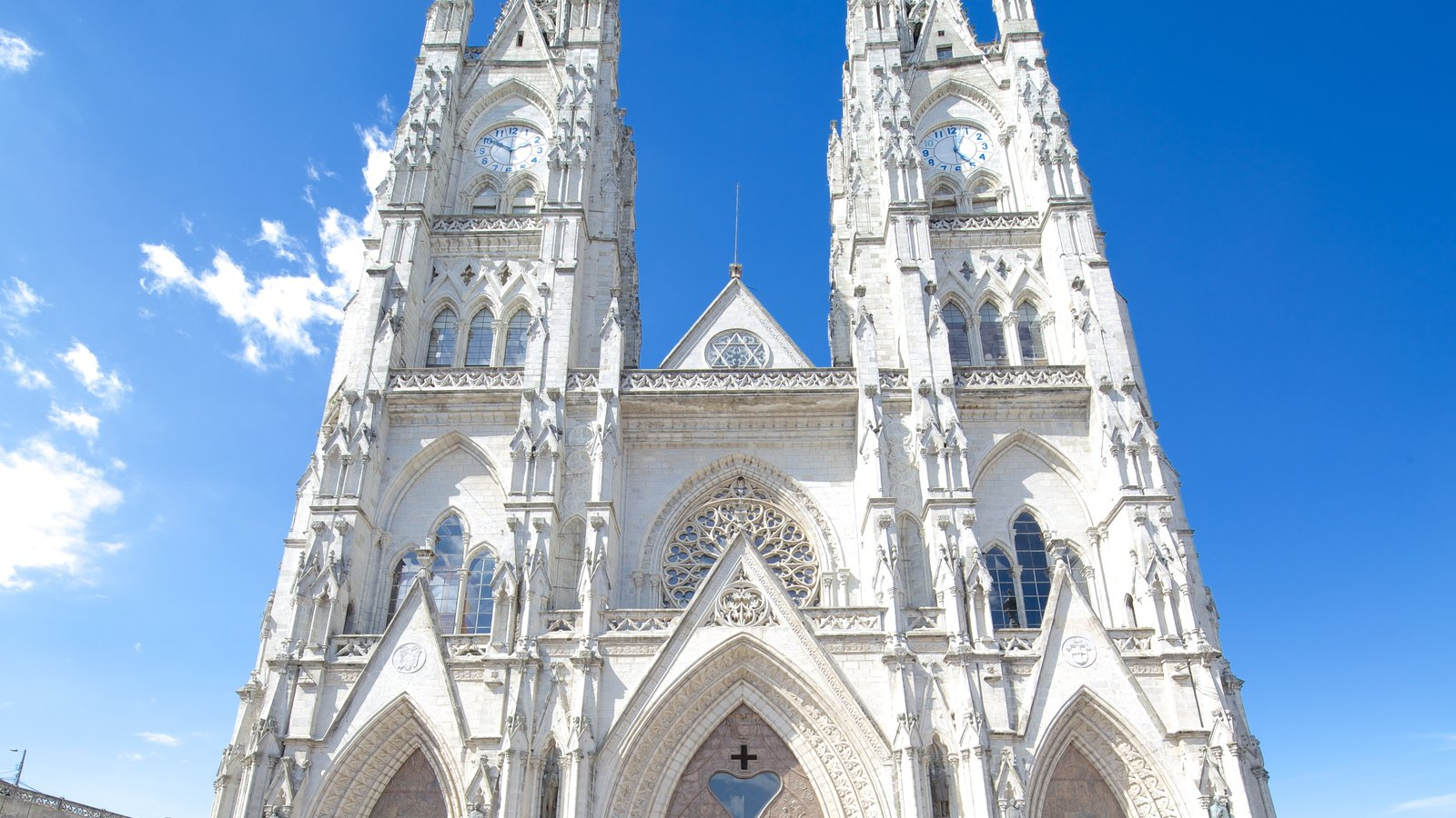 Basílica do Voto Nacional caracterizando arquitetura de patrimônio, aspectos religiosos e uma igreja ou catedral