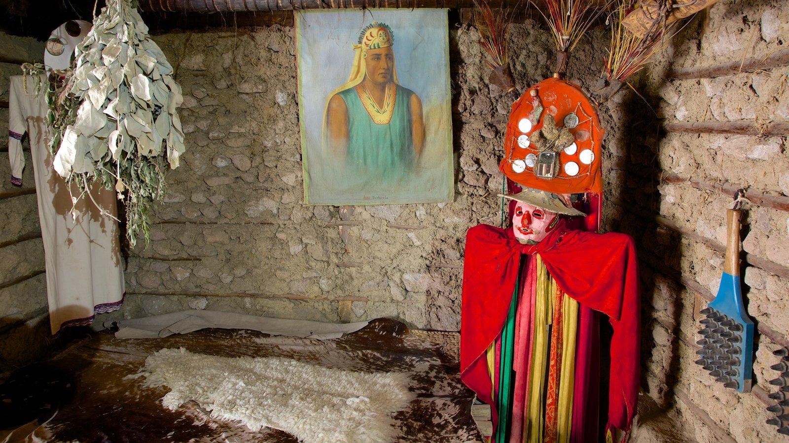 Museo Solar Intiñan mostrando vistas internas e cultura nativa